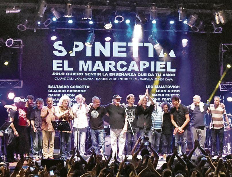 """dEl """"batallón"""" de músicos que homenajeó al Flaco Spinetta en el Konex."""