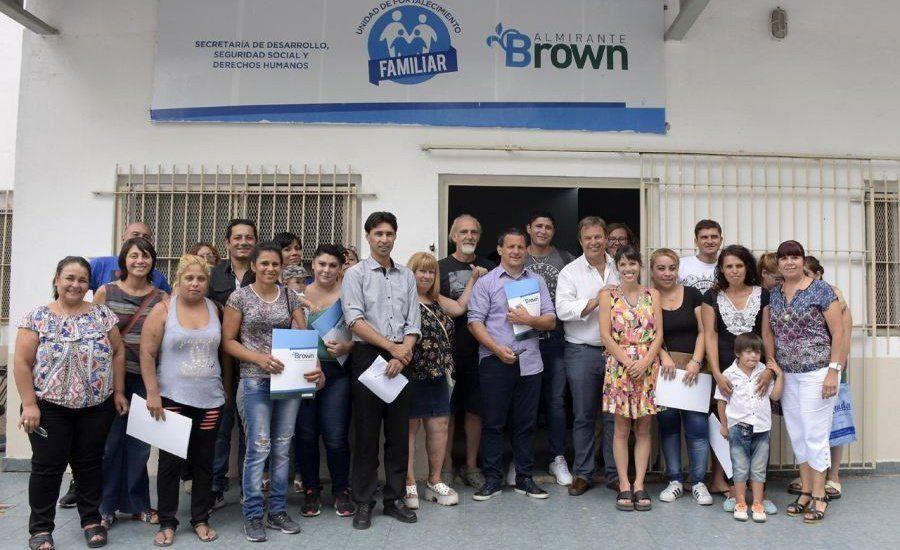 Ayuda para familias vulnerables de Brown