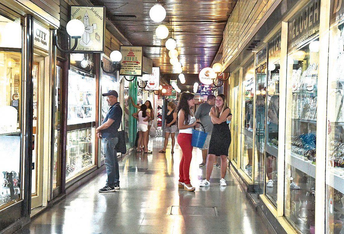 dLa Galería Monumental tiene su entrada original por Sáenz 946 y otro acceso por Traful.
