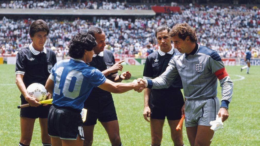 Peter Shilton le pone condiciones a Maradona para un reencuentro