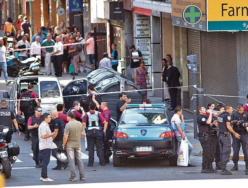dInfierno en avenida Corrientes. Intentan identificar a los dos prófugos.