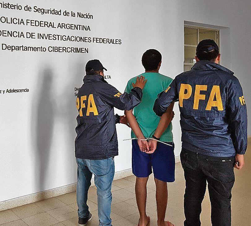 dEl profesor fue detenido en su casa de la calle Bragado.