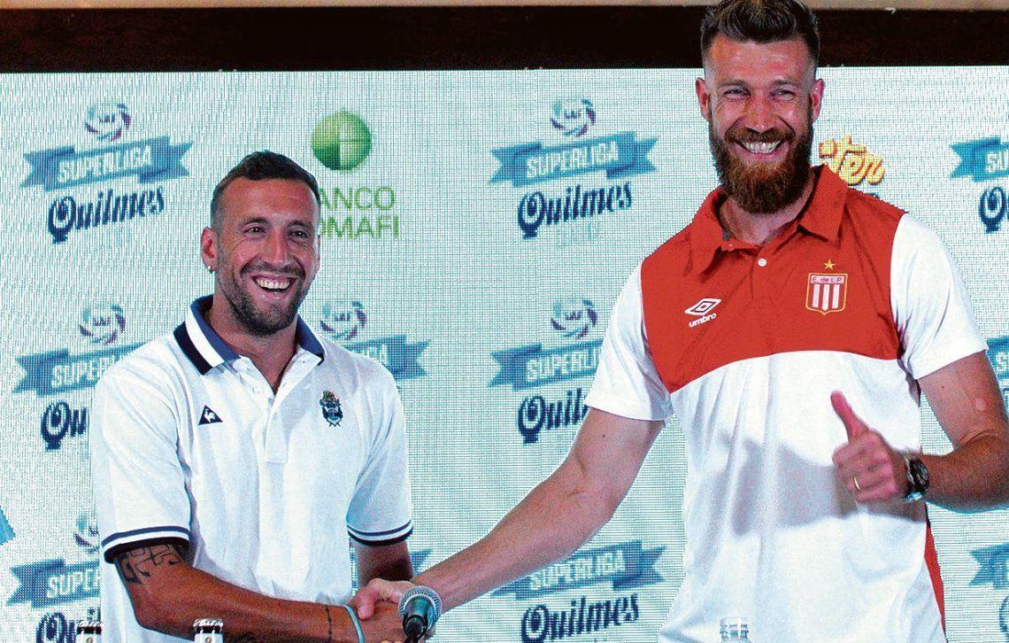 dAlemán y Schunke sonríen y se dan la mano antes del clásico. ¿Ocurrirá lo mismo mañana en la cancha?
