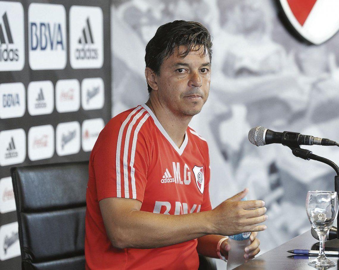 dMarcelo Gallardo en conferencia de prensa luego de la práctica que dirigió en el River Camp. El once lo define hoy.