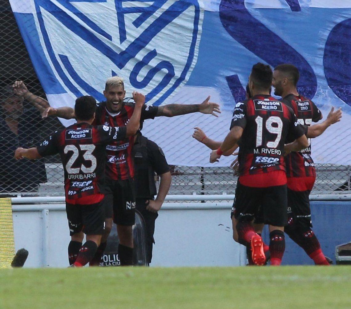 Vélez sufrió otra caída inesperada y se complica con los promedios