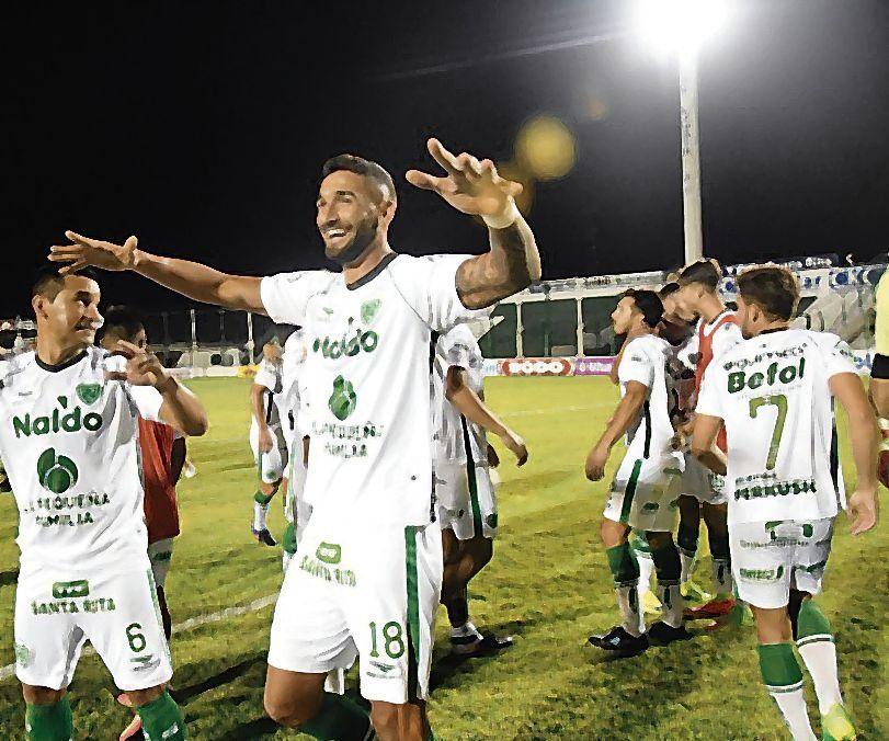 dFinal del partido y la alegría en Junín. Ganó Sarmiento.