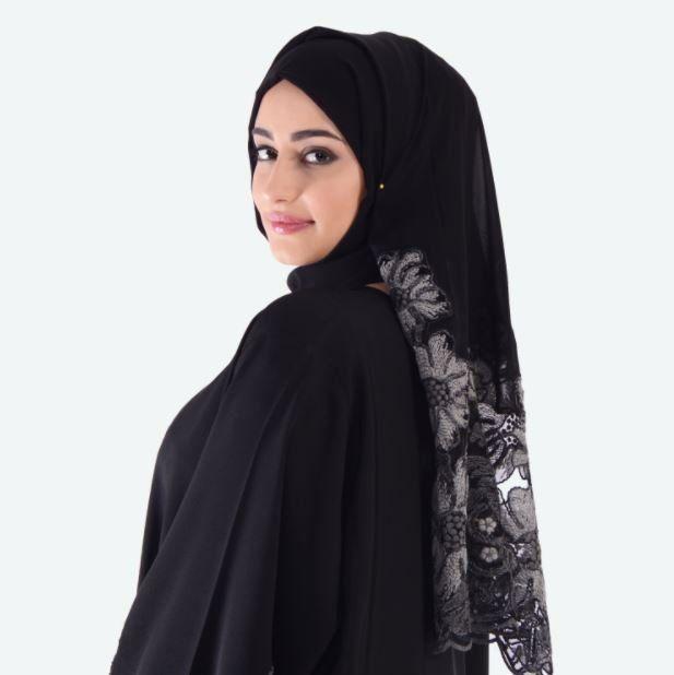 Chau a la abaya en las mujeres, otro paso hacia la modernización