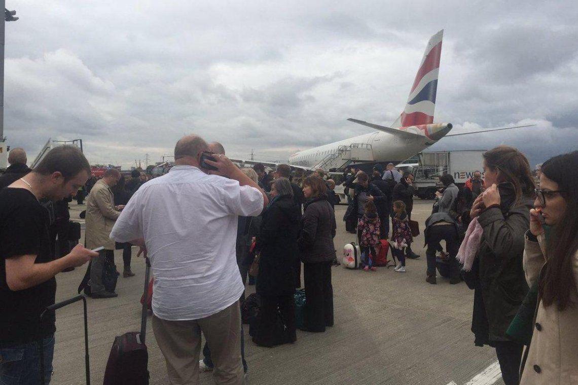 Cierran aeropuerto de Londres por hallazgo de bomba de la Segunda Guerra Mundial