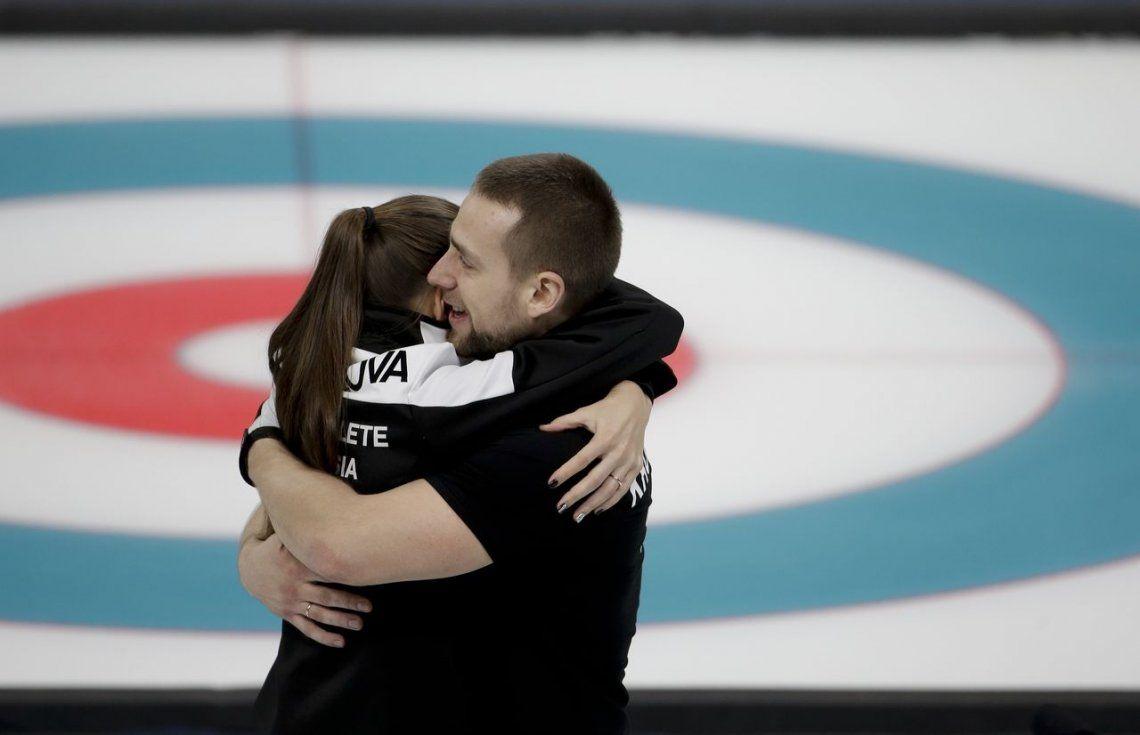 Del amor al touch and go: estalla Tinder en la villa olímpica