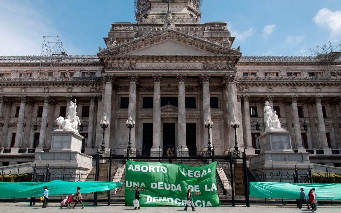 Convocan a un pañuelazo frente al Congreso para legalizar el aborto