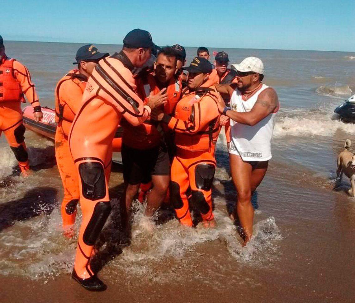 Rescataron a kayakista que estuvo perdido dos días en el mar