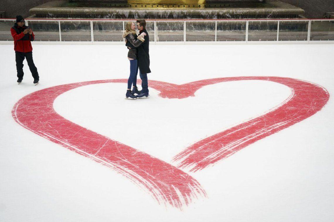 Enamorados en el Rockefeller Center