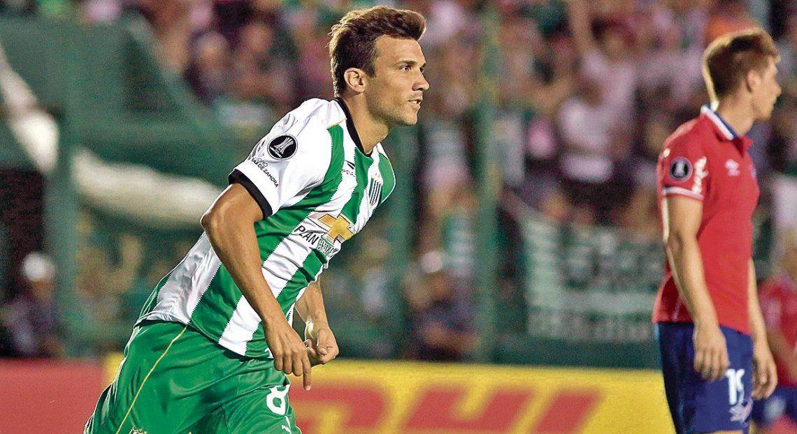 dNico Bertolo inicia el festejo de su gol