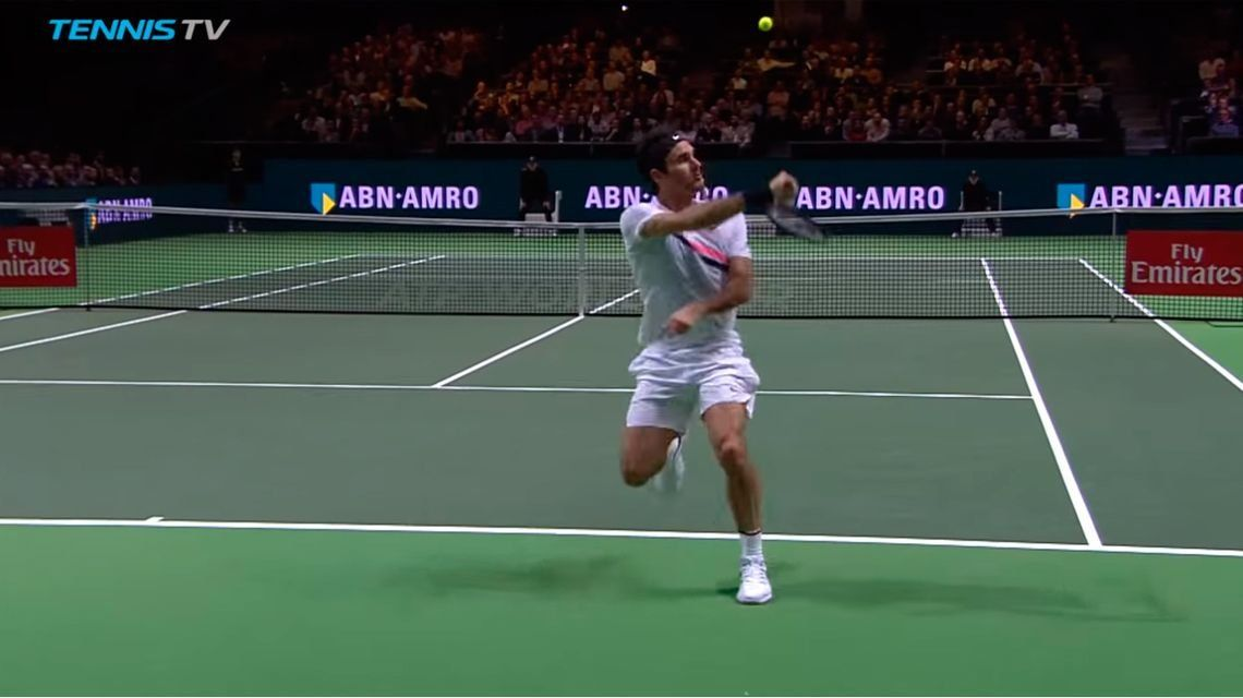 Federer ataca de espaldas a su rival