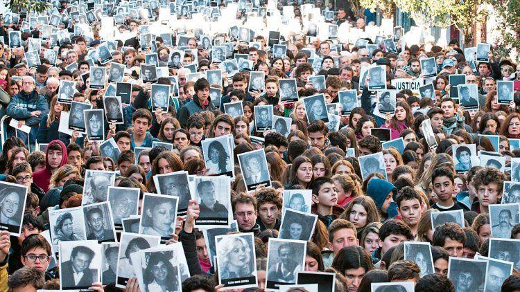 La AMIA conmemora un nuevo aniversario del atentado con renovado reclamo