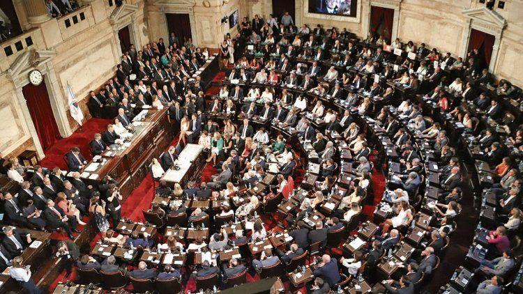 dEl Presidente de la Nación fue interrumpido en 27 oportunidades con aplausos que partieron desde las bancas.