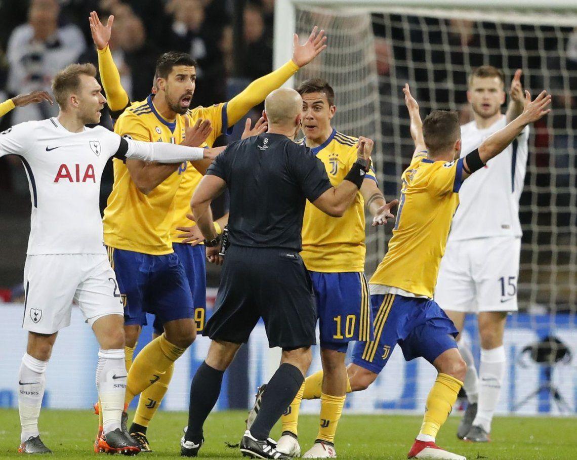 Juventus derrotó a Tottenham con goles de Higuaín y Dybala y avanzó de ronda