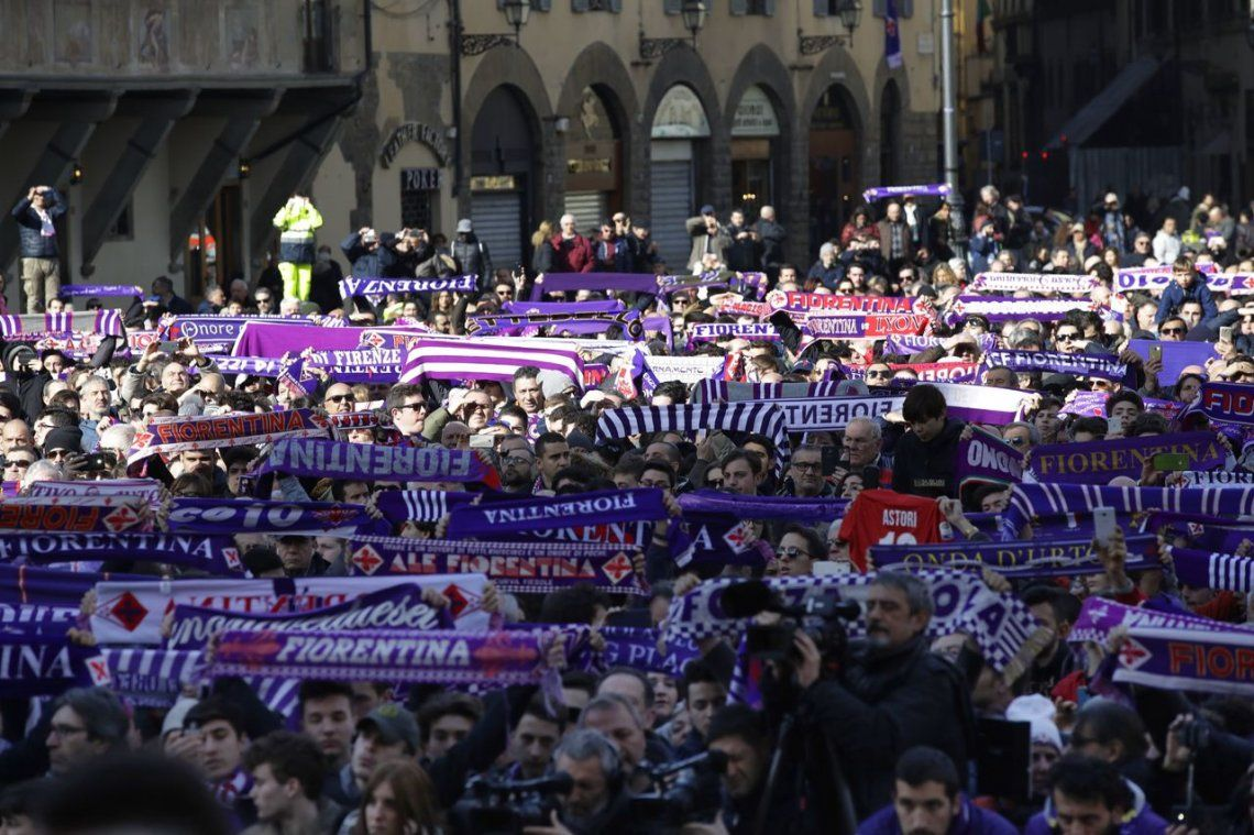 Multitudinaria despedida para Davide Astori