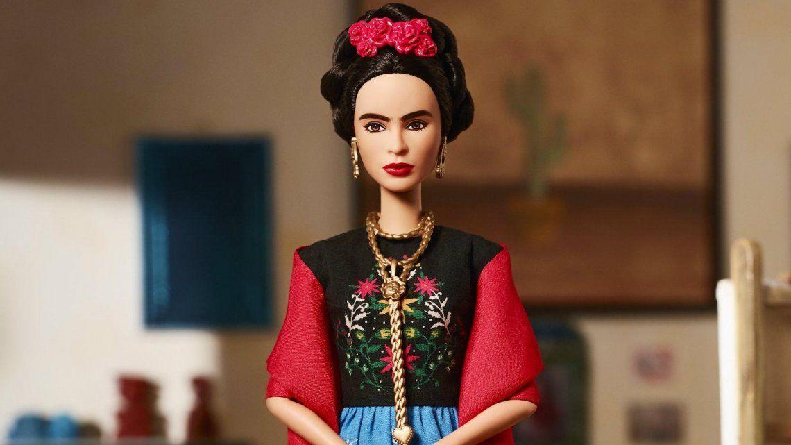 Hicieron una Barbie con Frida Khalo y estalló una pelea por los derechos