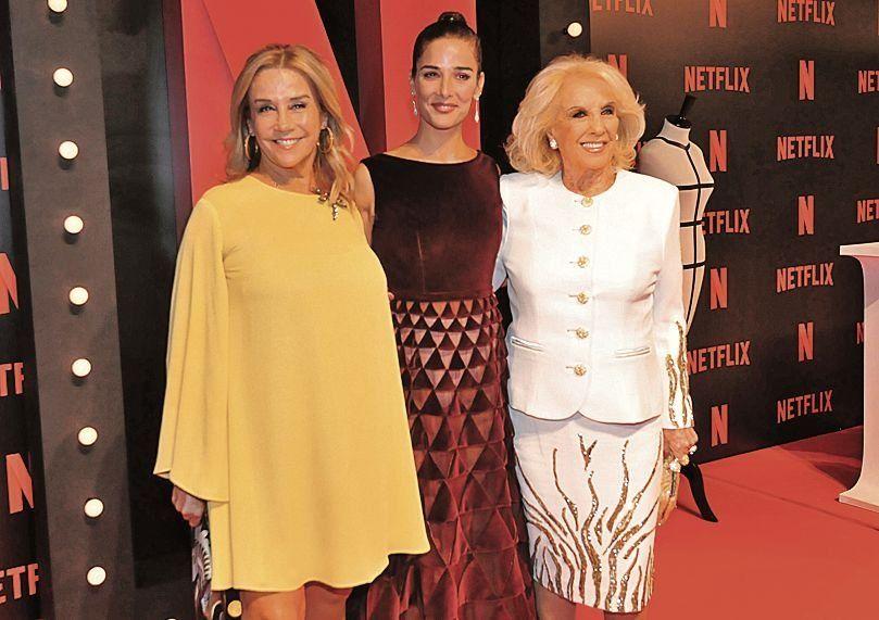 dJuanita flanqueada por su madre Marcela Tinayre y su abuela Mirtha.