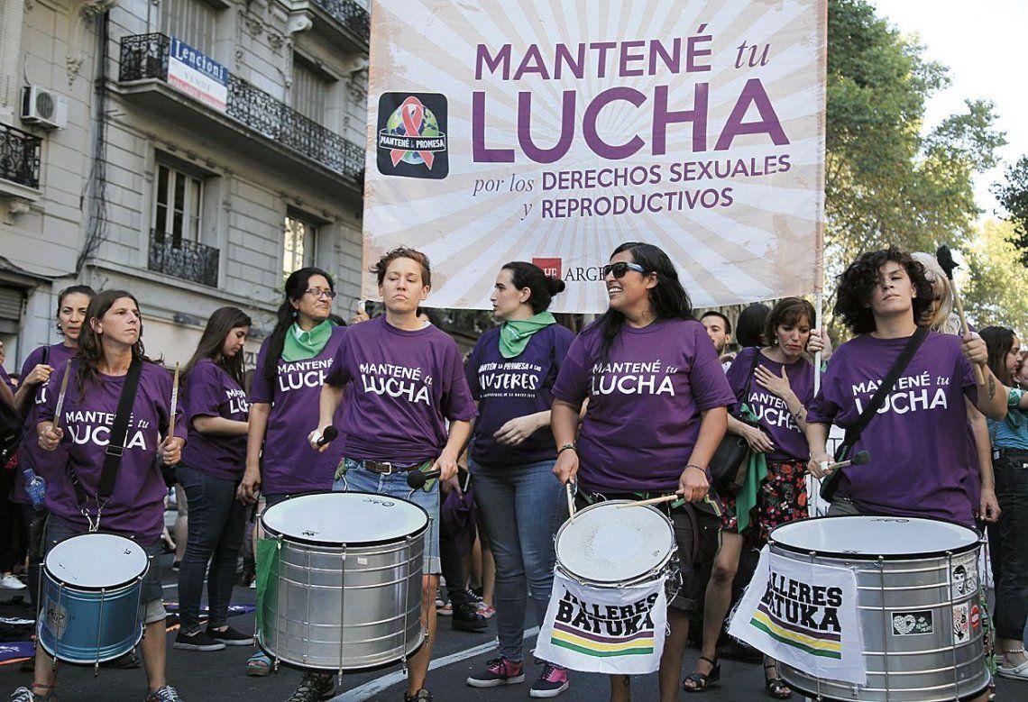dEl violeta es el color histórico de la lucha contra la violencia de género. Hay distintas teorías sobre su elección.