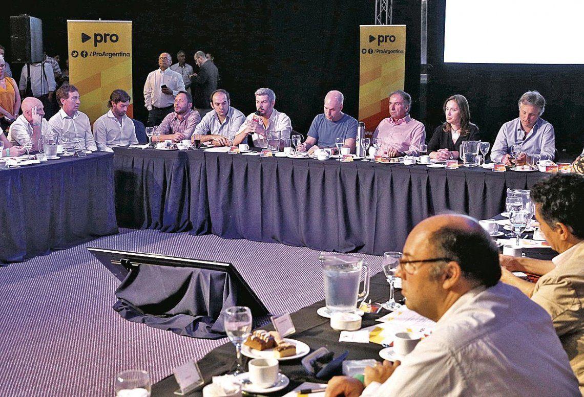 dUna vista general de la reunión del Consejo Directivo del PRO.