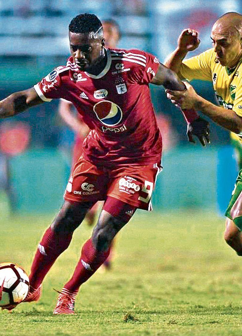 dChristian Almeida fue clave en la defensa durante la eliminatoria.