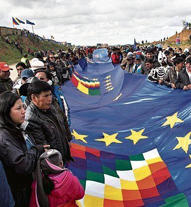 """Bolivia desplegó una bandera """"record"""""""