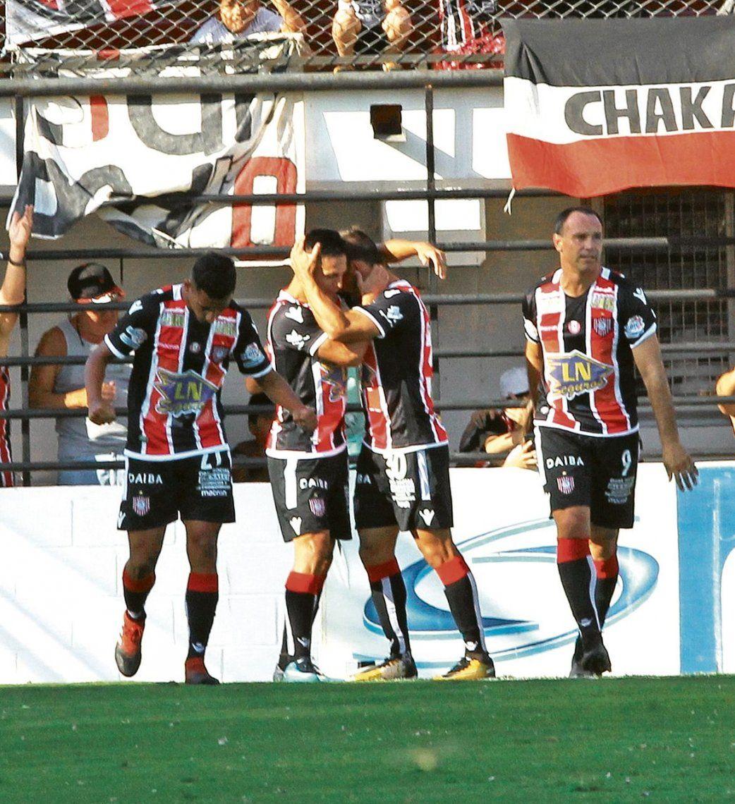 dEl festejo de todo Chacarita por el gol de Imbert. Un inicio con todo el del Funebrero