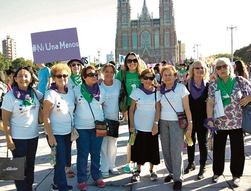 dFormaron parte de la movilización del 8M que se congregó en La Plata.
