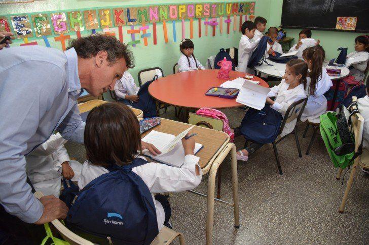 Entregaron 4.000 kits escolares a los alumnos de primer grado