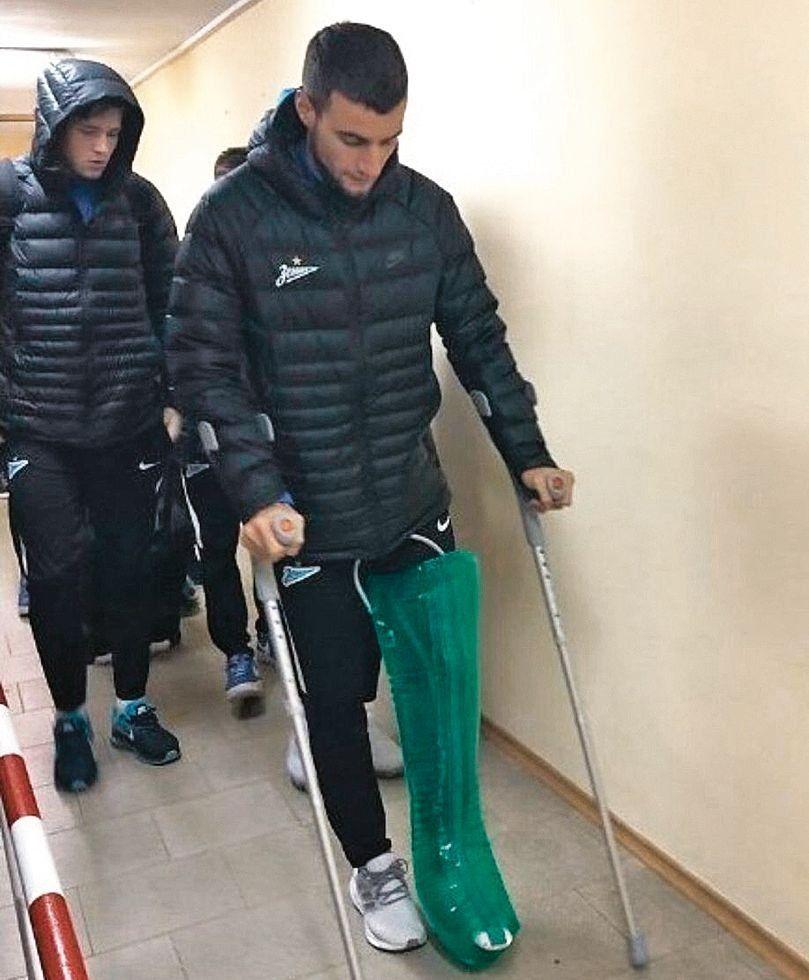 dEmanuel Mammana se retira en muletas. Adiós al Mundial de Rusia.