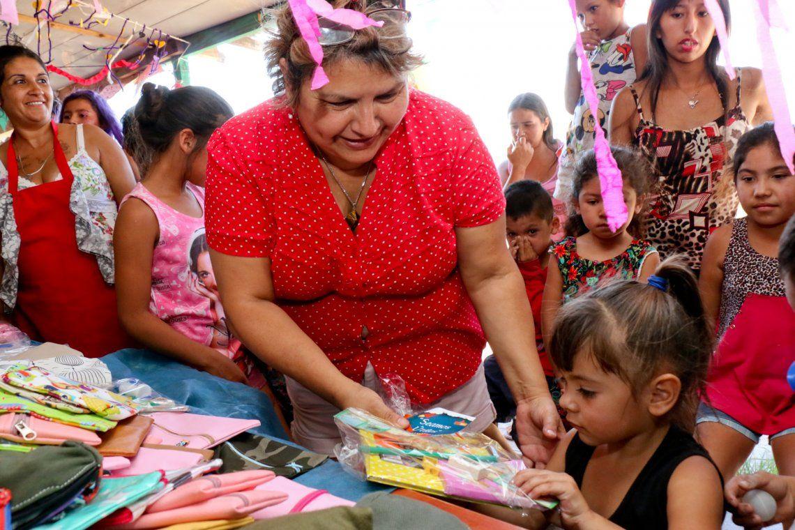 Programa Lazos: entrega de kits escolares en El Pato