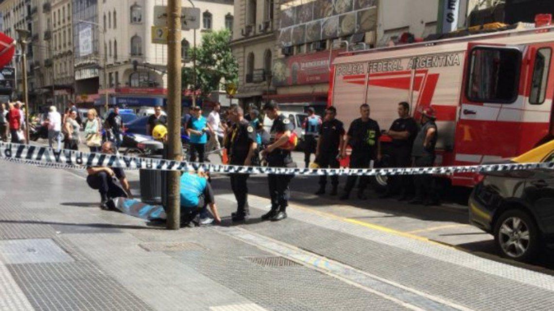 Murió una turista francesa que cayó desde un balcón en pleno centro