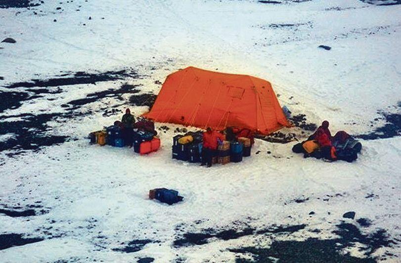 dEl campamento donde estaban varados los científicos en la isla Joinville.