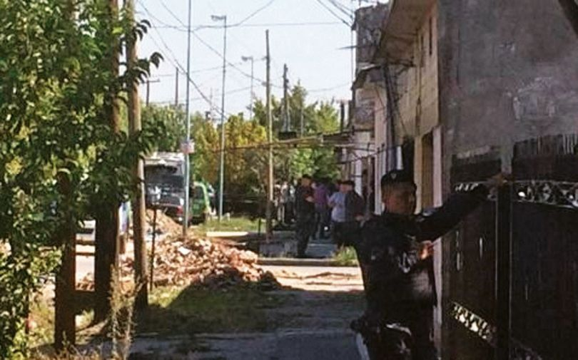 La policía montó un operativo en la vivienda donde halló al sospechoso