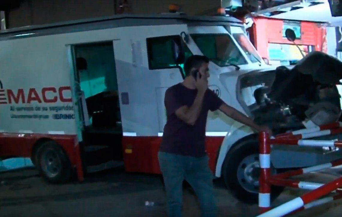 Un tren arrolló a un camión de caudales en San Miguel: ocho heridos