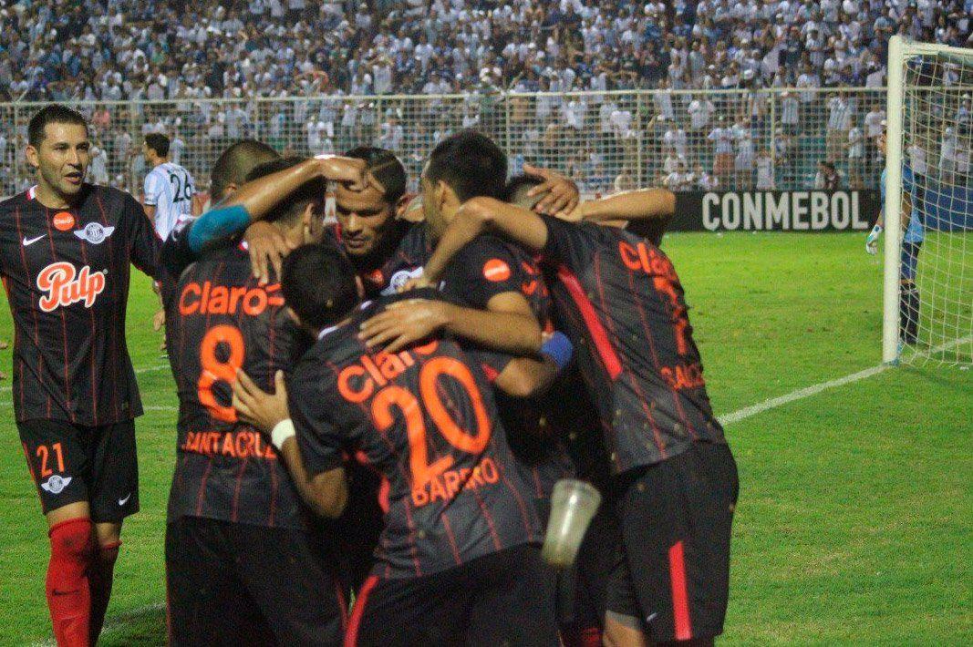 Atlético inició su camino con un tropiezo ante Libertad en Tucumán