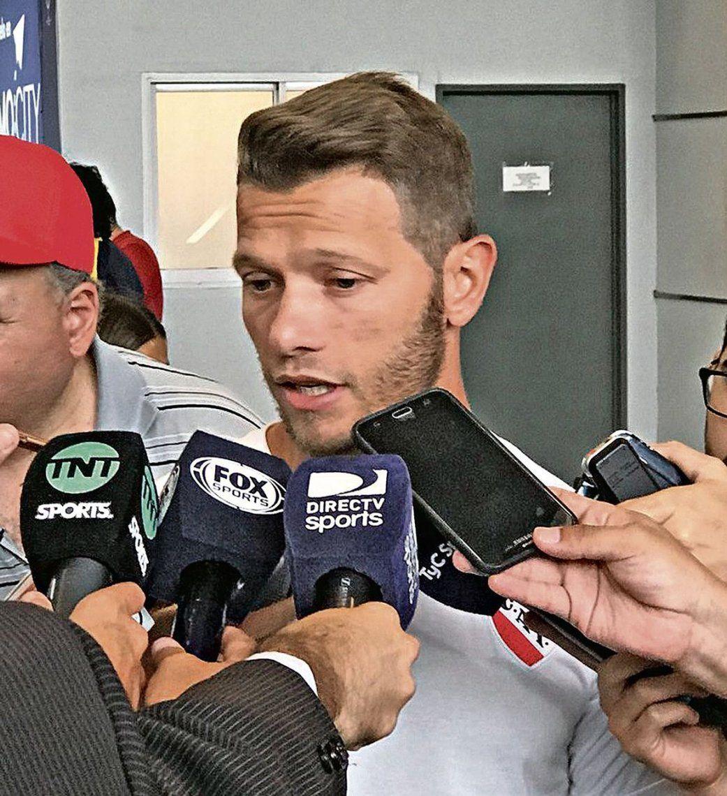dNicolás Domingo conversó con los medios después de la práctica.