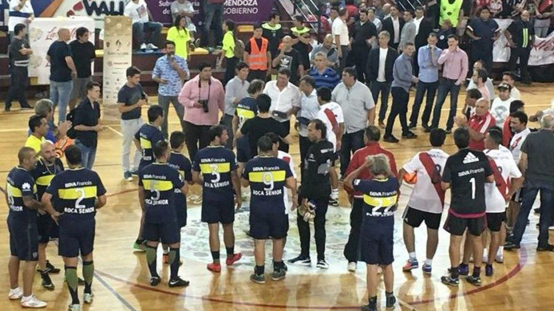 Las viejas glorias de Boca y River igualaron en Mendoza por la Copa Amistad