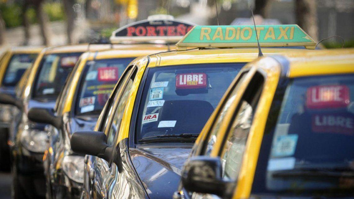 Otro golpe al bolsillo: Rige el aumento del 18% en taxis