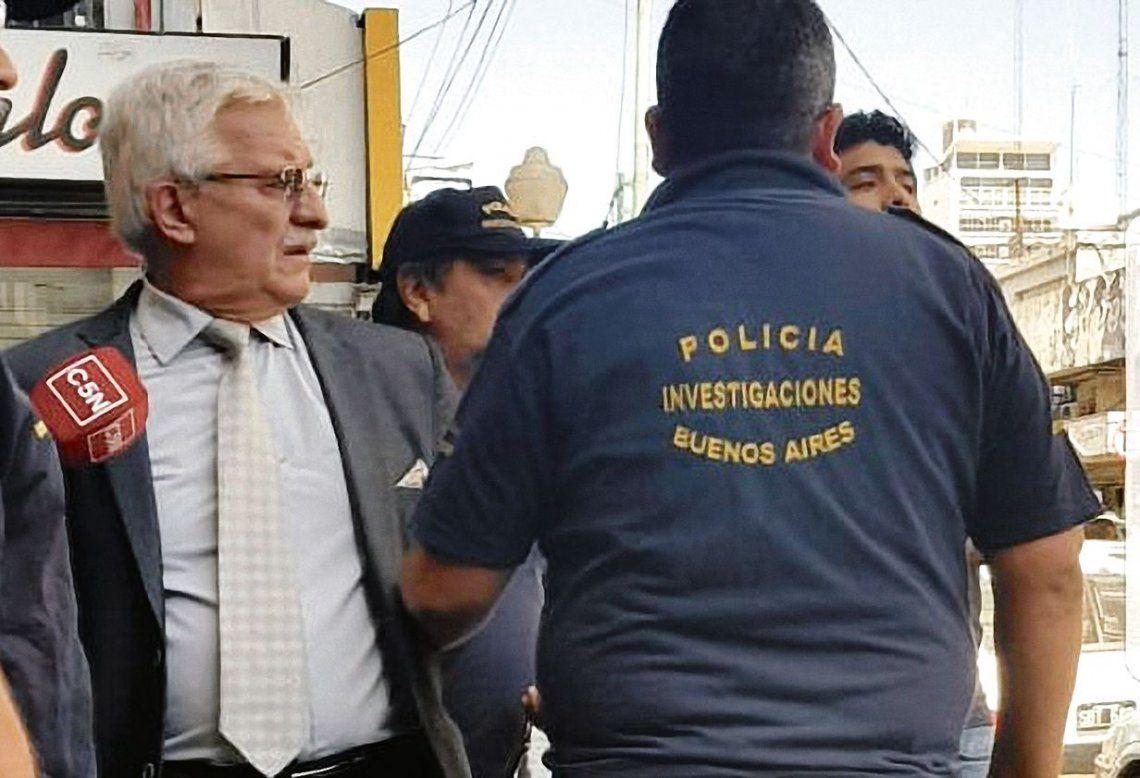 dRubén Carrazzone estaba hablando con la señal de cable C5N cuando llegó la policía y se lo llevó detenido.