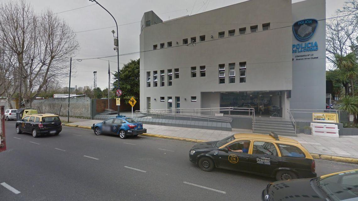 Detienen a un comisario de la Policía de la Ciudad por cobrar peajes a comerciantes