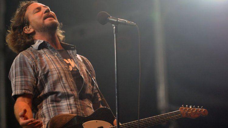 Suspenden el Lollapalooza por el clima: lo sufren los fans de Pearl Jam