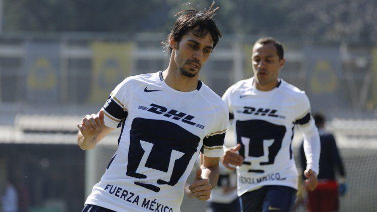 México: la impresionante lesión en el codo de un defensor