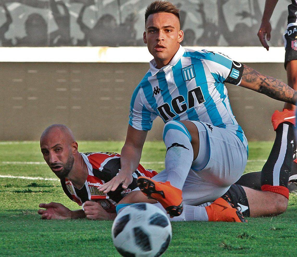 dComo máximo a Lautaro Martínez le quedan doce partidos con la camiseta de Racing.