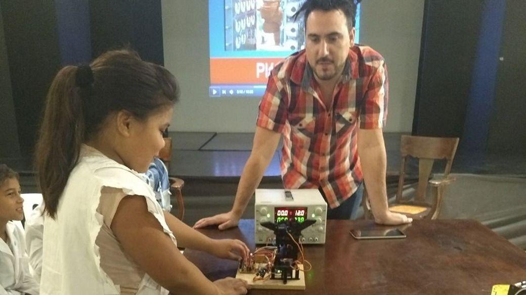 Escuelas primarias de Arrecifes suman robótica