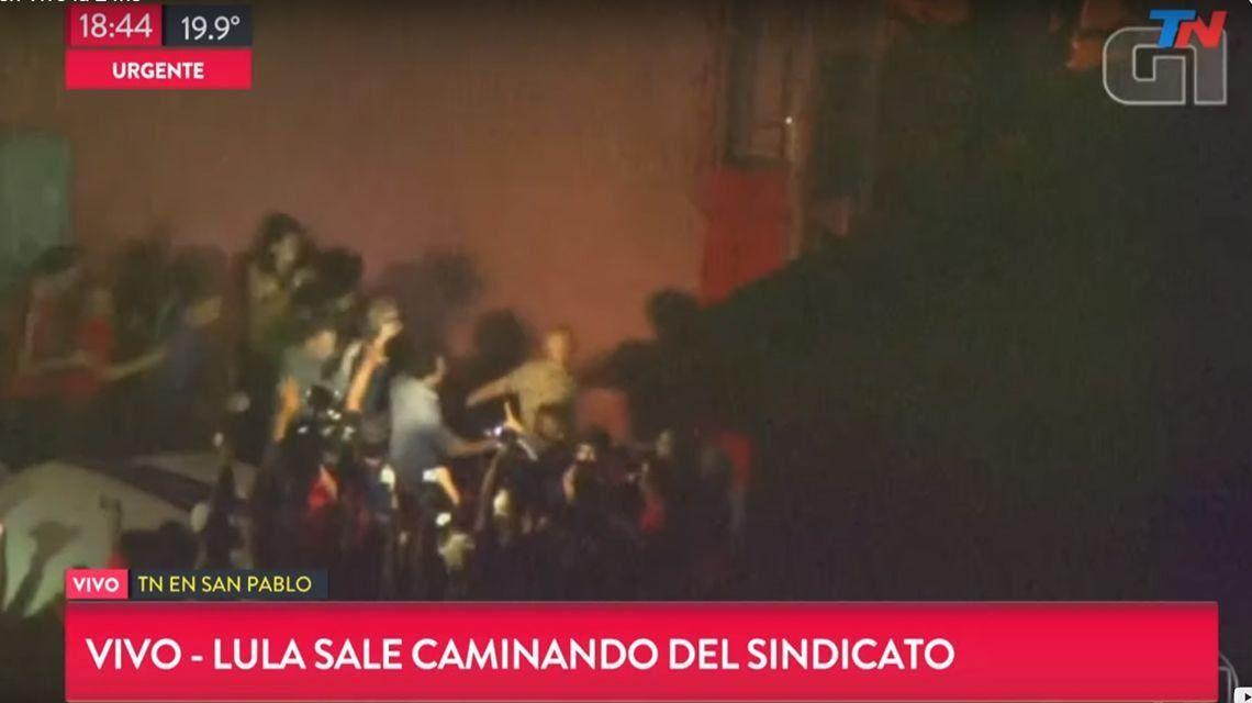 Lula a la cárcel: se entregó en medio de incidentes en San Pablo