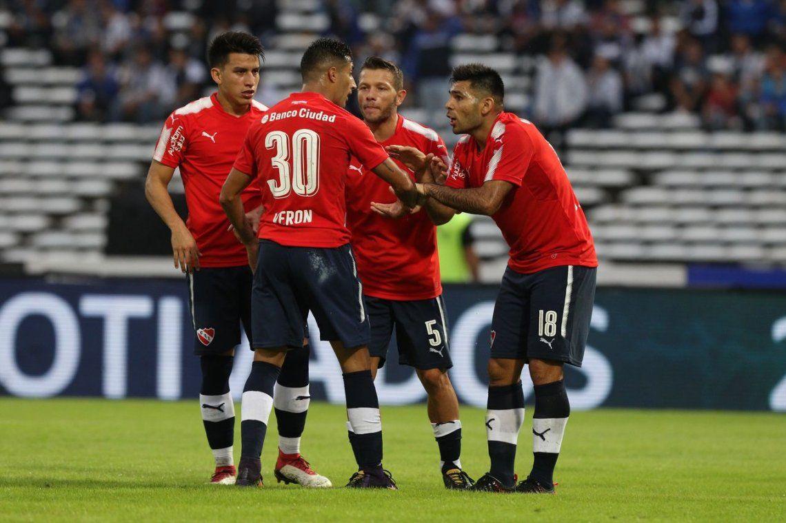 El Rojo volvió a ser fuerte en Córdoba: bajó a Talleres y recuperó terreno