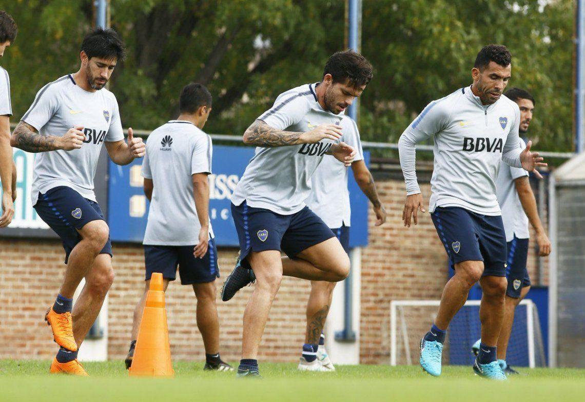 Tevez y Gago entrenaron a la par del grupo - Prensa Boca